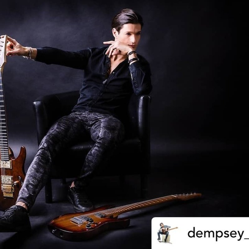 @dempsey_morel qui a visiblement oublié sa sangle à la maison 😎. Bienvenue à bord camarade, on va bien s'amuser !  Posted @withregram • @dempsey_morel Do Androids Dream of Electric Sheep? Is this all Bullshit¿ 📸 Unknow here  #stayathome #bullshit? #music #musician #picture #guitarist #art #guitar #pictureofday #photo